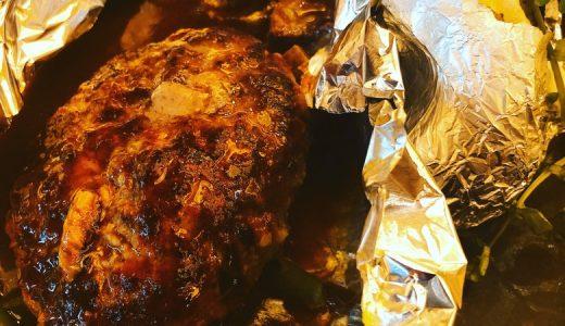 ホイルに包まれたドミグラスハンバーグ「Grill DOMI KOSUGI」